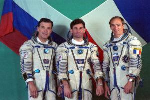 Posádka Sojuzu TM-17: (zleva) Serebrov, Ciblijev, Haigneré