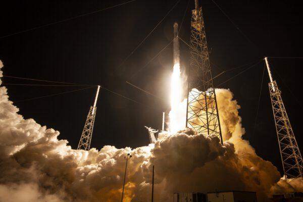 Start Falconu 9 s Dragonem CRS-17