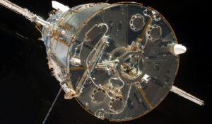 Soft Capture Mechanism (SCM) ve středu záďové části teleskopu poslouží až na úplný závěr dlouholeté mise.