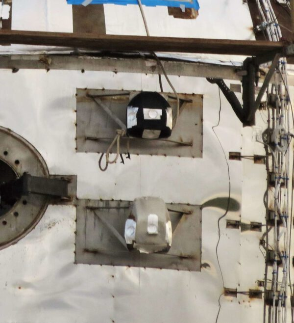 Detailní pohled na nově instalované manévrovací trysky.