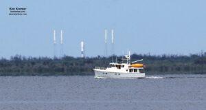 Falcon 9 pro první misi Starlink stojí na rampě 40 a čeká na statický zážeh.