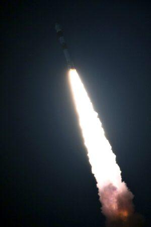 Start rakety PSLV na misi s družicí RISAT-2B