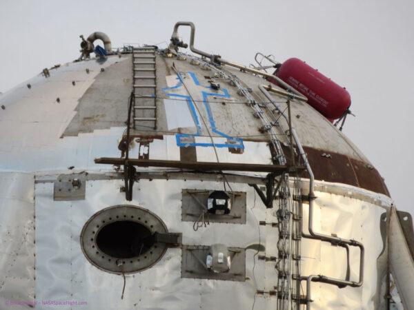 Uživatelka fóra nasaspaceflight s nickem Bocachicagal vyfotila horní část Starhopperu s modře vyznačenou oblastí pro instalaci dodatečné tlakové nádoby.