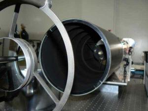 Kamera NAC (Narrow Angle Camera) ze sondy LRO.