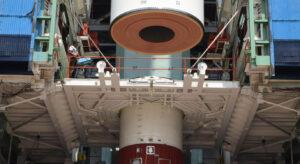 Sestavování rakety PSLV pro aktuální misi PSLV-C46.