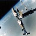 """Operace """"Rodeo"""" - snímkování komplexu Mir Sojuzem TM-17."""