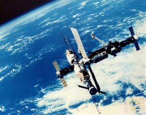 Mir z pohledu Sojuzu TM-17