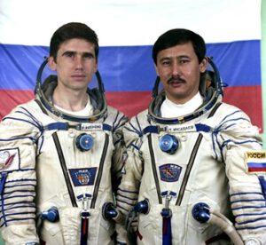 Posádka expedice EO-16: (zleva) Malenčenko, Musabajev