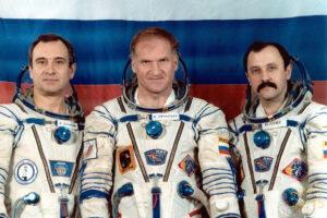 Hlavní posádka expedice EO-15: (zleva) Poljakov, Afanasjev, Usačov