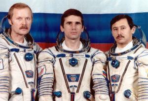 Záložní posádka ještě v původním složení: (zleva) Arzamasov, Malenčenko, Musabajev