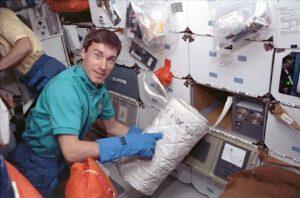 Krikaljov během mise STS-60