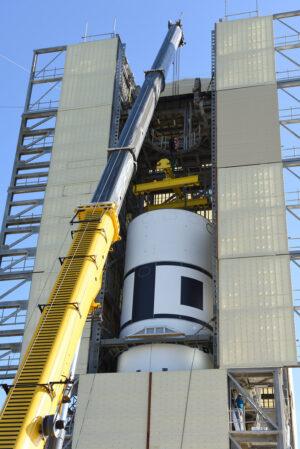 Instalace pětimetrového vnějšího krytu na motor SR-118.
