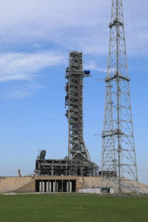 Mobilní vypouštěcí plošina na rampě 39B, 28. června
