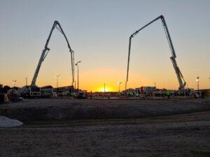 27. dubna byly mezi 3. a 10. dopolední hodinou v komplexu rampy 39B vylity betonové základy pro nový zásobník kapalného vodíku. Beton byl přivezen ve stovce míchacích vozů.