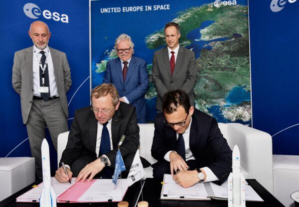 Podpis dohody o vynesení sondy JUICE.