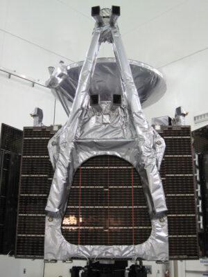 Magnetometr sondy Juno je umístěn na konci jednoho ze tří fotovoltaických panelů..