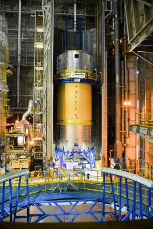 Kvalifikační kyslíková nádrž se simulátory sousedních dílů v buňce D, 2. června
