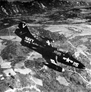 F9F Panther během bombardování