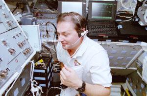 Vladimir Titov na palubě Discovery