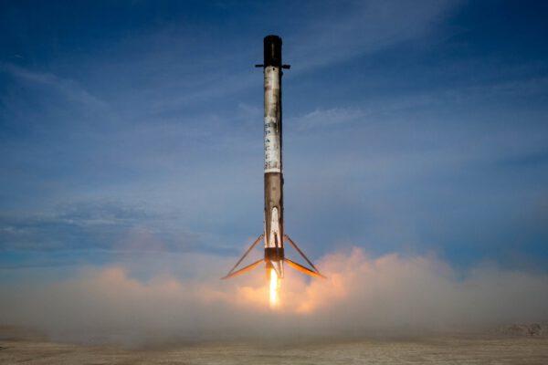 Přistání prvního stupně Falconu 9 z mise CRS-18