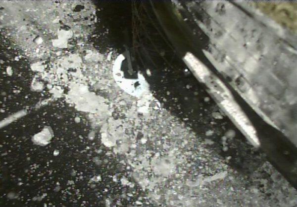 Odběr vzorků z Ryugu