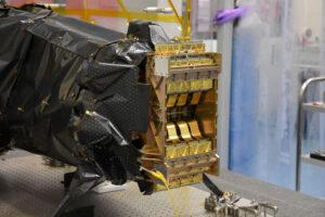 Přístroj NISP s usazenými detektory.