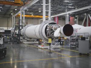 Společnost Virgin Orbit se pochlubila fotografií téměř hotového letového kusu rakety LauncherOne