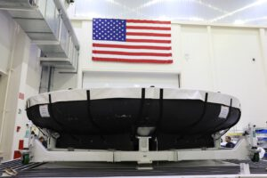 Titanová kostra tepelného štítu Orionu pro misi Artemis II byla na KSC přepravena 9. července letounem Super Guppy z firmy Lockheed Martin z Denveru. Následující den byl tento základ štítu uložen v Neil Armstrong Operations and Checkout Facility, kde na něj bude nanesena ablativní vrstva materiálu Avcoat.