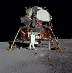 """Ne, lunární modul výpravy Apollo 11 se opravdu neměl jmenovat """"kupka sena"""" (byť to lze v oficiálních dokumentech nalézt)."""
