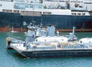 Doprava dvou karantén MQF na letadlovou loď Hornet v červnu 1969
