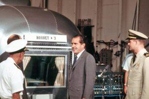 Prezident Richard Nixon u karantény dvacet minut před přistáním Apolla 11