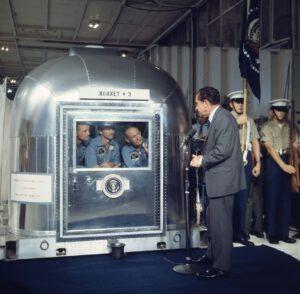 Posádka Apolla 11 s prezidentem Richardem Nixonem