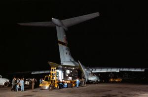Třetí pokus vyšel aneb vykládka karantény z letounu na základně Ellington AFB