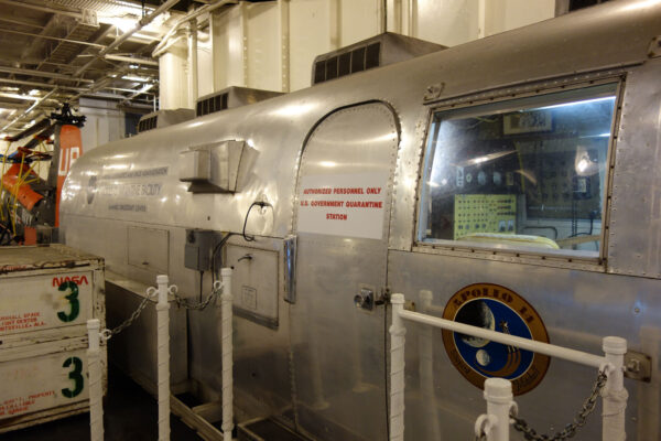 MQF004 je dnes na palubě letadlové lodi USS Hornet
