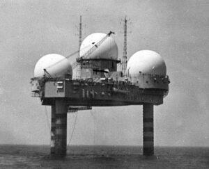 Po vzoru těchto radarových stanic se počítalo s výstavbou kosmodromu (na snímku TT-4).