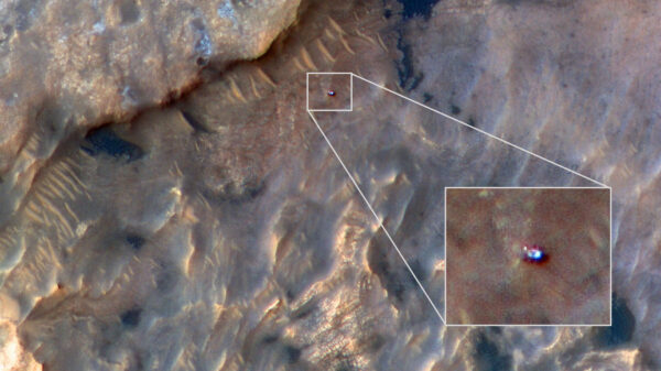 Rover Curiosity vyfocený 31. května 2019 sondou MRO.