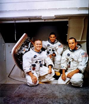 Stačilo, aby Frank Borman kývnul na nabídku Donalda Slaytona, a toto mohla být posádka Apolla 11 (zleva): Frank Borman, William Anders a James Lovell.