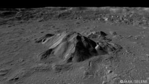 Pomocí měsíční družice Kaguya byly pořízeny velmi detailní snímky povrchových útvarů hlavně polárních oblastí Měsíce