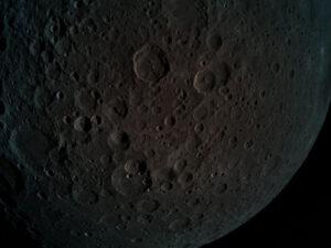 Odvrácena strana Měsíce na fotografii sondy Beresheet