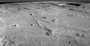Oblast Mariových kopců v bočním pohledu vyfotografována americkou družicí Měsíce LRO