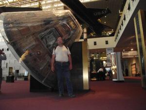Velitelský modul Apolla 11 ve vstupní hale Národního muzea letectví a kosmonautiky (2011)