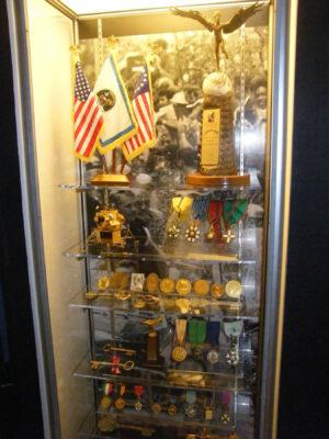 Zrcátka, korálky, medaile, klíče od měst – a taky jeden lunární modul z ryzího zlata
