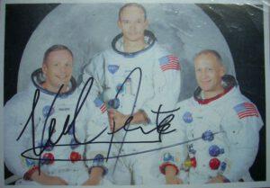 Tento podpis neviděl Neila Armstronga ani z rychlíku