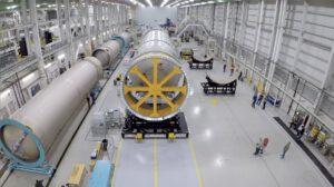 Kvalifikační centrální stupeň rakety Vulcan určený pro strukturální zkoušky.