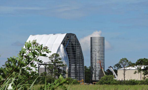 Stavba orbitálního prototypu lodi Starship na Floridě