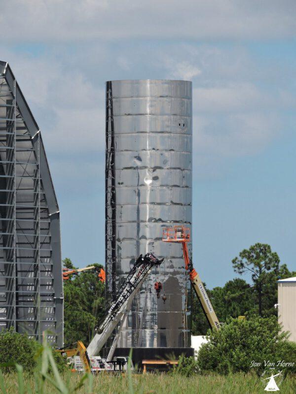 Aktuální podoba spodní části orbitálního prototypu lodi Starship na Floridě