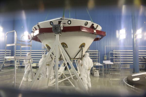Příprava sestupového modulu mise ExoMars 2020.