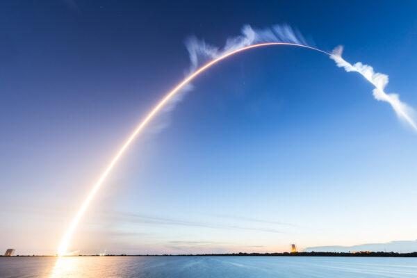 Časosběrný záběr na startující Atlas 5