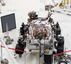 Mars rover 2020 při kalibrační zkoušce kamer.