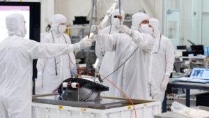 K instalaci otočného mechanismu s nástroji došlo 5. srpna.